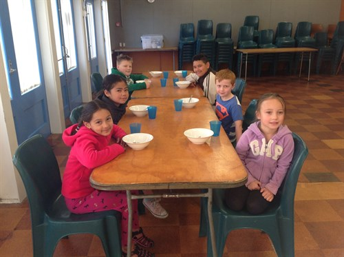 New-Windsor-School-Kids-having-breakfast